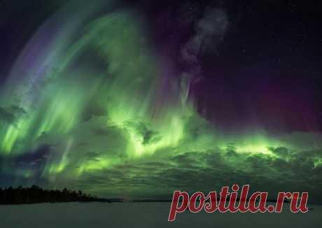 «Космический шторм». Около города Кандалакша. Автор фото — Игорь Прозоров: nat-geo.ru/photo/user/38176/ Хороших выходных!