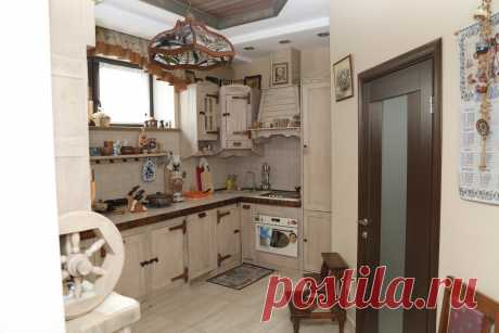 Интерьер частного жилого дома. Зона шале. Кухня.