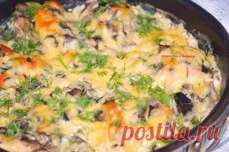 Как приготовить горбуша, запеченная в сметанно-грибном соусе - рецепт, ингредиенты и фотографии