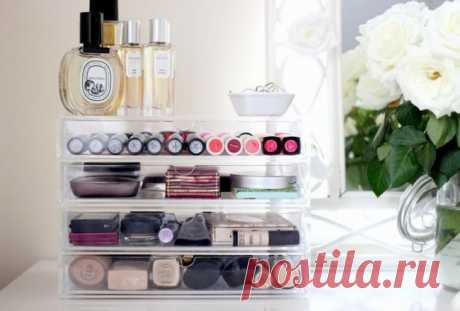 Brilliant ideas for storage of cosmetics! Why I did not know about it earlier? | Lovely Ya U you in a box randomly rolls cosmetics? You long cannot find ink or lipstick in a cosmetics bag? We offer you the TOP of ingenious ways of storage of cosmetics. Why I did not know about it earlier? The transparent box For storage of cosmetics perfectly will be suitable a transparent organizer for office paper. Its multystoried compact design allows to find room for enough cosmetics. It is possible...