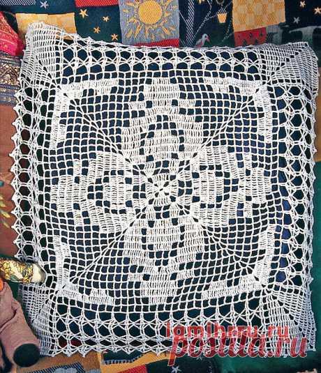 Декоративная деталь на подушку в технике филейного вязания. Вязание крючком со схемами и описанием