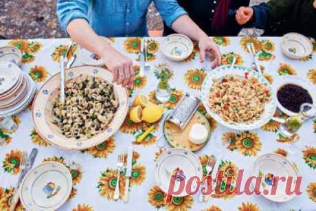 Паста с баклажанами  Паста с баклажанами, на самом деле, многие ли могут похвастаться тем, что готовил такой необычный рецепт?  Паста используется орикьете Orecchiette, эдакие ушки, родом из Апулии; являются даже символом города Бари. Джейми готовит по-итальянски!
