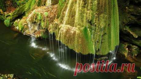 Живописный водопад в Румынии / Туристический спутник