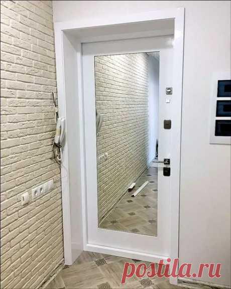 Как Вам идея зеркала на входной двери!