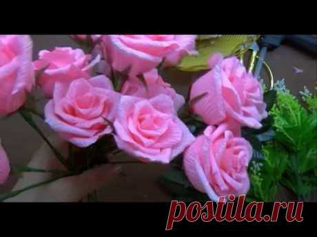 Las rosas muy hermosas del papel ondulado.