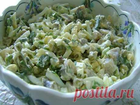 САЛАТ ИЗ ЗЕЛЕНОГО ГОРОШКА С ЛУКОМ -  ПРОСТО И БЕЗУМНО ВКУСНО!     Если вы не знаете каким простым блюдом можно разнообразить ужин и порадовать близких, то этот легкий и быстрый в приготовлении салат выр...