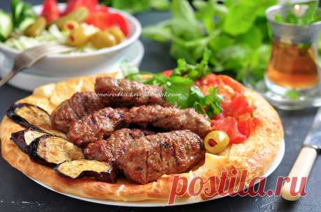 Инегёль Кёфте/ İnegöl köfte Тёплую и нежную любовь к турецкой кухне я испытываю уже давно, и даже в моём блоге есть несколько рецептов из этой роскошной страны) Ну тут, две недели назад, после моей крайней поездки в Стамбул, я р…