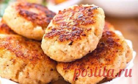 For a Diet cutlets. I do not know what in them it is more: taste or advantage! | Four tastes\u000d\u000a    0,5 kg of chicken fillet\u000d\u000a    0,5 kg of a white cabbage\u000d\u000a    1 big bulb\u000d\u000a    salt, spices to taste\u000d\u000a    1 egg\u000d\u000a    vegetable oil for greasing of a form\u000d\u000aBake products of 20-30 minutes at a temperature of 220 °C.