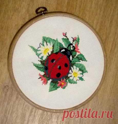 Вышивка крестом - Божья коровка :: Онлайн мастерская вышивки крестом easycross.ru