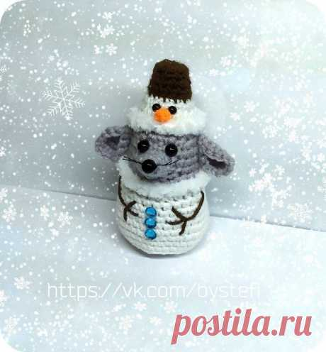 PDF Бесплатный мастер-класс по вязанию новогоднего мышонка в костюме снеговика крючком #схемыамигуруми #амигуруми #вязаныеигрушки #amigurumipattern #amigurumi #crochetmouse #crochetpattern #amigurumitoy #amigurumimouse #вязанаямышь