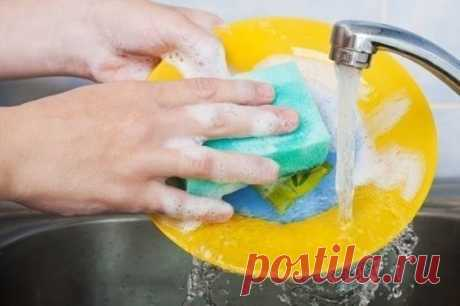 Моющее средство для посуды из хозяйственного мыла своими руками      Очень просто, экономно и намного бережнее к нашему здоровью, чем магазинные средства Многочисленные исследования показывают, что регулярно используя средства для мытья посуды , человек приобретае…