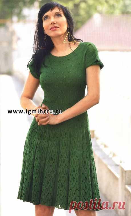 Зеленое летнее платье с узором «бабочка». Спицы