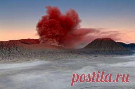 El volcán asombroso de Bromo en Indonesia