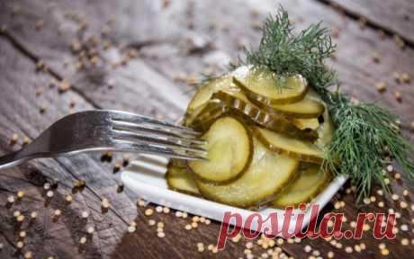 Aštrūs saldžiarūgščiai marinuoti agurkai su garstyčiomis - 1000receptų.lt