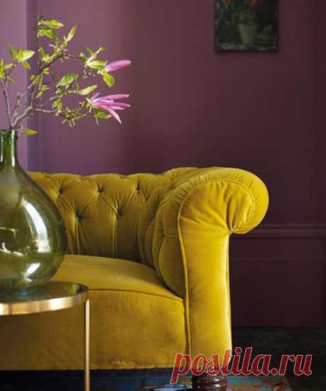 Горчичный цвет в интерьере - как и с чем он лучше всего сочетается? Покажем лучшие дизайнерские палитры горчичного и фотографии удачных интерьеров.   Смотрите полную подборку сочетаний горчичных стен с мебелью, полами и дверями  #горчичныйвинтерьере#горчичныйсочетанияцветов#палитрыгорчичного#счемсочетатьгорчичный#СПБ#Stonefloor