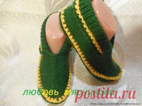 tapochki-moccasins spokes from Lyubov Myasnikova the Yarn of ALIZE lanagold of 49% - wool. 51% - acryle in 100gr. - 240 masculine 40. spokes No. 3, we begin knitting with a sole we Do a pattern of the foot (on paper we lead round a foot a pencil and on a contour we cut out).