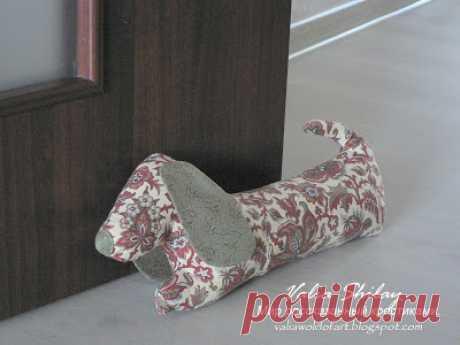 Мир рассказанный крестиками...: Собака бывает не кусачей)) или стопор для двери