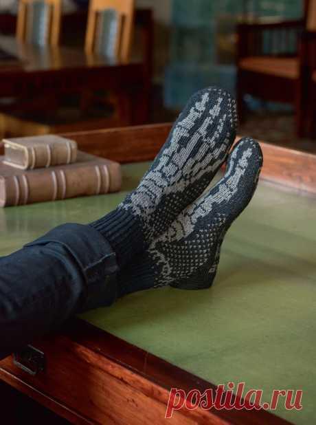 """Вяжем носки для брутальных мужчин с книгой """"Энциклопедия мужских носков""""."""