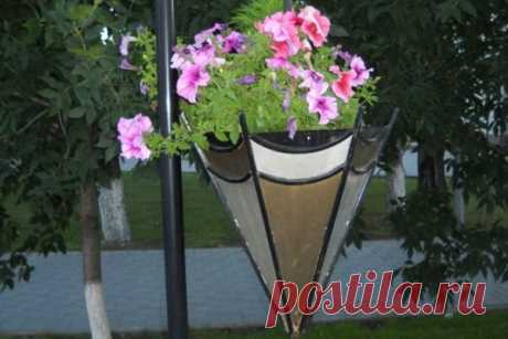 Стильный декор для сада из сломанного зонтика