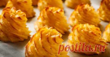 Рецепт красивого и вкусного картофельного гарнира Дюшес Картофель дюшес — это блюдо на основе картофельного пюре. Во-первых, это просто вкусно, а во-вторых, очень красиво и изысканно смотрится на столе. Основное назначение картофеля дюшес — гарнир к праздничному столу. Блюдо используется как дополнение, например, к мясным шарикам в беконе. Во Франции...