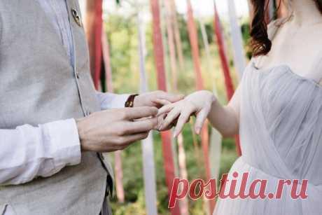 Сегодня мы хотим представить вам очень необычную съемку - стилизацию уютной загородной свадьбы в лесной стилистике. Вся серия: