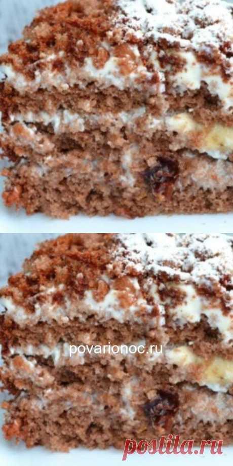 Шикарный шоколадно-ореховый торт с бананом, черносливом и сметанным кремом.