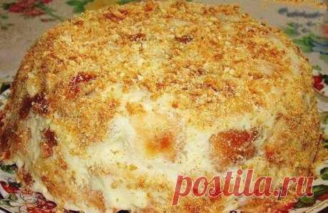 """ПОЧТИ """"НАПОЛЕОН"""" Этот торт из разряда быстро и вкусно.   Ингредиенты:  - 1 кг слоеного теста   Для крема:  - 0.5 л молока  - 3 яйца  - 1 стакан сахара  - 2.5 столовых ложки муки  - 100 г сливочного масла  - ваниль   Приготовление:   Слоенное тесто раскатать немного и порезать на кусочки.   Положить на противень и поставить в духовку. Печь до готовности.   Приготовить крем: яйцо с сахаром взбить в густую массу, затем добавить муку. Молоко вскипятить, добавить масло.   Кипящ..."""