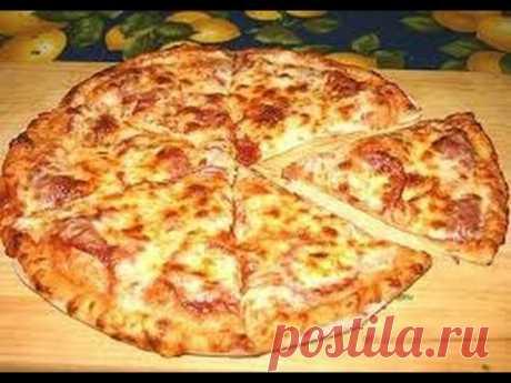 Пицца быстрая и очень вкусная.Тесто: Кефир - 1 стакан Яйцо   - 1 шт. соль  - 1/2 ч.л сахар -  2 ч.л. сода -  1/4 ч.л майонез  - 1 ст. л (по желанию) растительное масло - 1 ст. л. Мука - 1 стакан