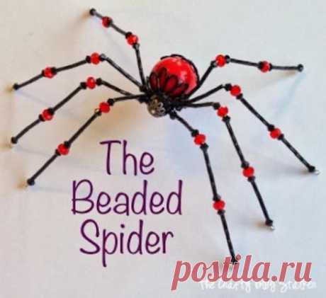 Паук из бисера Паук из бисераИногда даже пауки кажутся очень привлекательными рукодельницам.