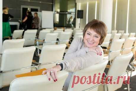 Нина Зверева — филолог, лауреат ТЭФИ, бизнес-тренер и преподаватель риторики в Сколково.