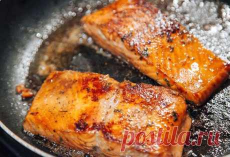 Ваша рыба больше не пригорит к сковородке ЛУЧШЕЕ ЗА НЕДЕЛЮ Почти любая жарка рыбы на кухне для многих является лотереей пригорит она или нет к сковороде. Некоторые, для профилактики, используют панировку из муки. Другие выбирают какие-то хитрые виды сковородок...