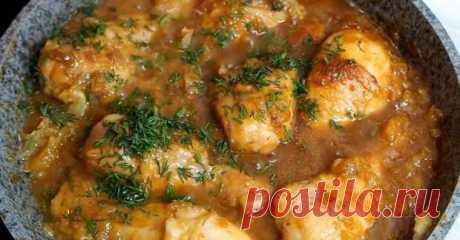 Курица по-еврейски - БУДЕТ ВКУСНО! - медиаплатформа МирТесен В студенческие годы мы с подругой Наташей часто ездили в Одессу к ее родственникам. Там нам устраивали теплый прием, и каждый раз к прибытию нас ждала курица по особому рецепту. Прошло много лет, а я до сих пор готовлю это блюдо! Больше всего мне нравится то, что для приготовления курицы