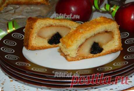 Порционный пирог из творожно-песочного теста с яблоками и черносливом