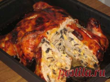 Галантин из курицы. Галантин это блюдо  традиционно приготовленное по всем правилам  французской кухни, с оригинальными начинками и ароматными специями. Галантин из курицы представляет собой мясное блюдо приготовленное на пару или запеченное в духовке с замечательной и нежной застывшей как желе мясной начинкой.  Традиционно галантин готовят из мяса курицы, кролика, нежирной свинины  или телятины и добавляют в фарш различные ингредиенты для того, чтобы придать пикантность и...