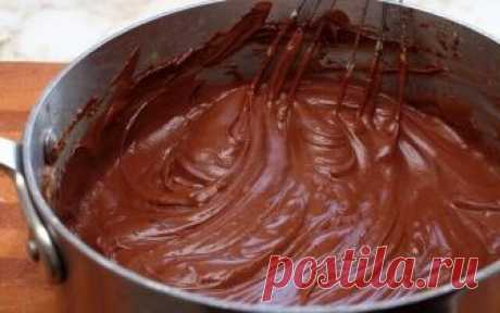 Шоколадно-масляный крем для тортов  Шоколадно-масляный крем может использоваться и в качестве начинки для тортов, и в качестве украшения. Готовится весьма просто - делюсь рецептом с фото.  Ингредиенты:  Сливочное масло — 120 Грамм Яйцо — 1 Штука Сахарная пудра — 150 Грамм Какао-порошок — 15 Грамм Ледяная вода — 15 Миллилитров Ванильный экстракт — 5 Грамм  Приготовление:  Шоколадно-масляный крем для тортов - один из тех кремов, которые можно использовать и для начинки торто...