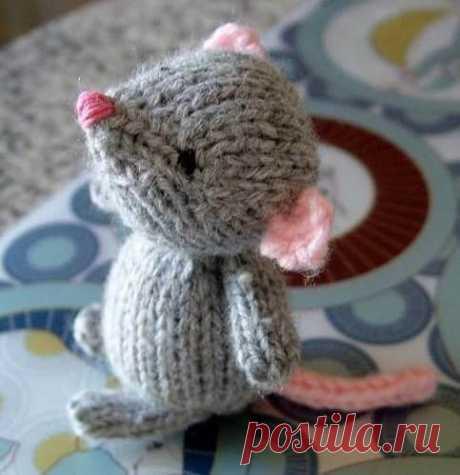 Крыски и мышки спицами: схемы и описание, фото, видео мк, 6 вариантов исполнения