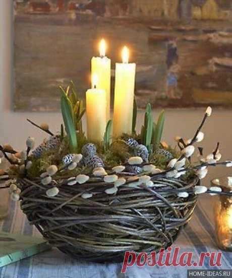 Вербное воскресенье Вместо гордых пальмовых ветвей В этот день домой приносим вербу – Скромный белый цвет родных полей, Чистый символ воскрешенья Веры. Не цветы, а почки. Дух пушистый На скромнейших ветках без листвы. Образ светлый и воздушно-чистый Приближенья праздника весны. …На окне – букет, предвестник Пасхи, В сердце – мир, покой и благодать. Воскресенье Вербное прекрасно. Как «спасибо» Господу сказать? С. Бестужева-Лада
