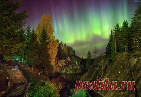 Полярное сияние над Рускеалой, Карелия. Автор фото – Kirill Kazachkov. Красочных снов 💙