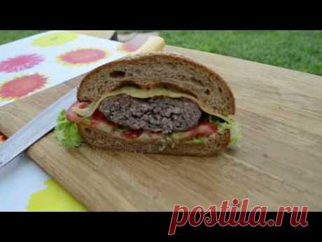 Рецепт божественного домашнего гамбургера ( на мангале ) С ДимасоМ!