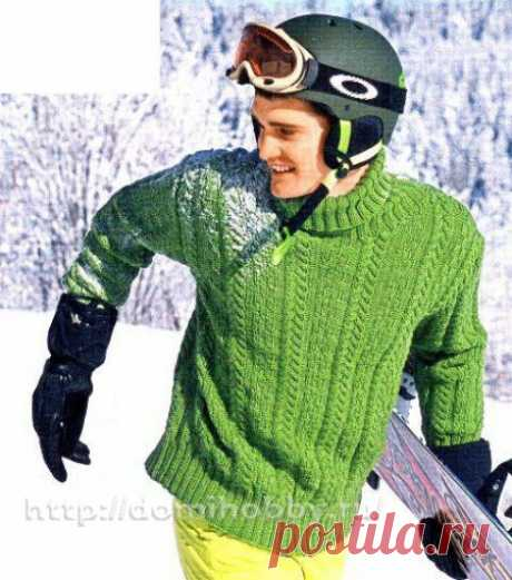 Модный зеленый свитер для парня