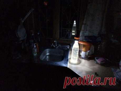 Внезапно отключили электричество? Меня выручает светильник из бутылки с водой! | #Ладно | Яндекс Дзен