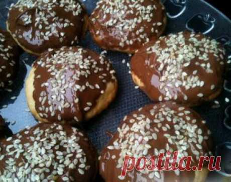 Песочное печенье с шоколадом и кунжутом   Автор Полянка 1  Глазурь из растопленного шоколада и посыпка из кунжута превращают обычное песочное печенье в нарядные прянички.  Показать полностью…