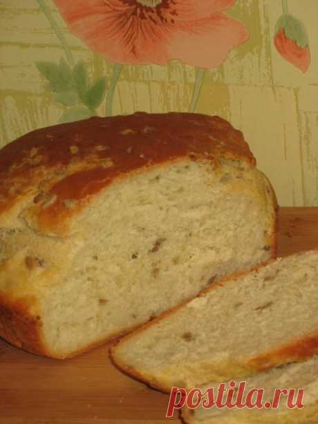 HOME-MADE BREAD WITH SUNFLOWER SUNFLOWER SEEDS