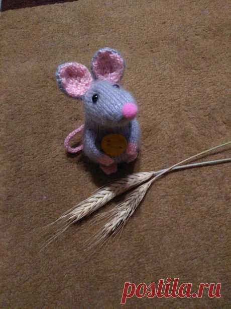 Мышка. Вязаные игрушки - подарок любимым.
