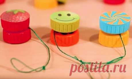 Как сделать игрушку йо-йо своими руками в домашних условиях | 33 Поделки Сегодня вы узнаете, как сделать игрушку йо-йо своими руками в домашних условиях. Мы подготовили для вас три пошаговых инструкции, которые описывают принципы изготовления этих игрушек из трех различных