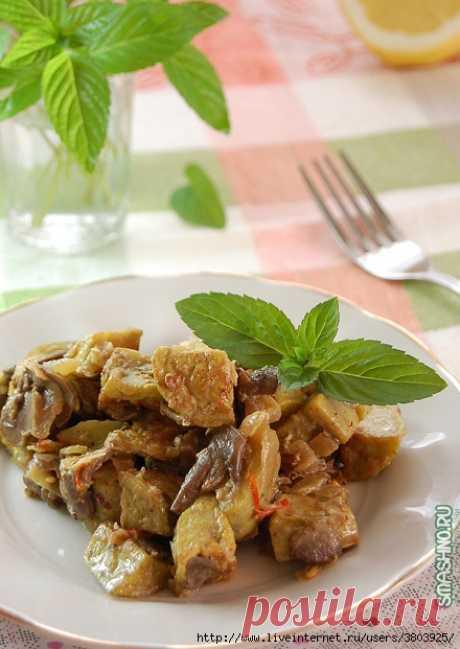 Баклажаны с грибами в сметане на сковороде