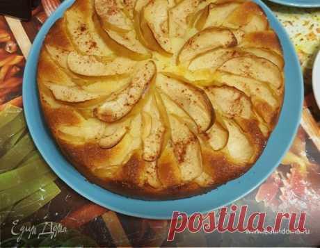 Воздушная яблочная шарлотка. Ингредиенты: сливочное масло, кефир 1%, мука | Официальный сайт кулинарных рецептов Юлии Высоцкой