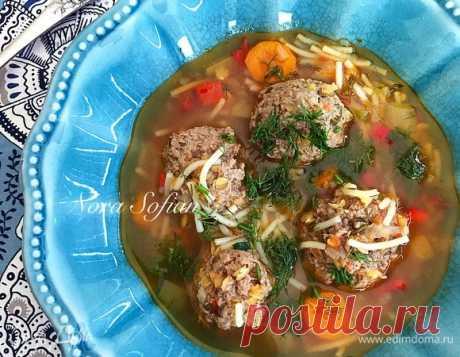 Суп с тефтелями. Ингредиенты: говяжий фарш, лук репчатый, чеснок