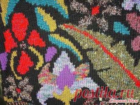 Интарсия на вязальной машине. Интарсия — одна из разновидностей многоцветного вязания. Используется для вязания цветных участков больших размеров. В переводе с итальянского, «интарсия» означает «вставка».