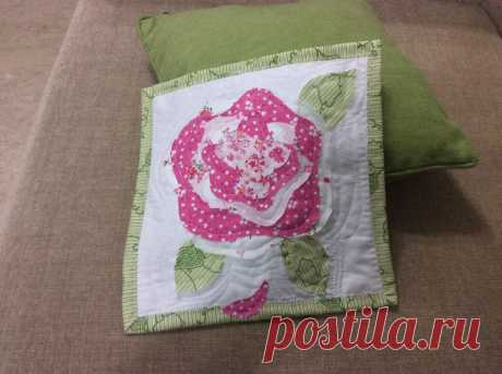 A Quilted French Rose …    I have been gathering some Kaffe Fasset fabrics and scrolling Pinterest and the Internet  for a suitable pattern to showcase the gorgeousness. And then, a few weeks a beautiful qu…